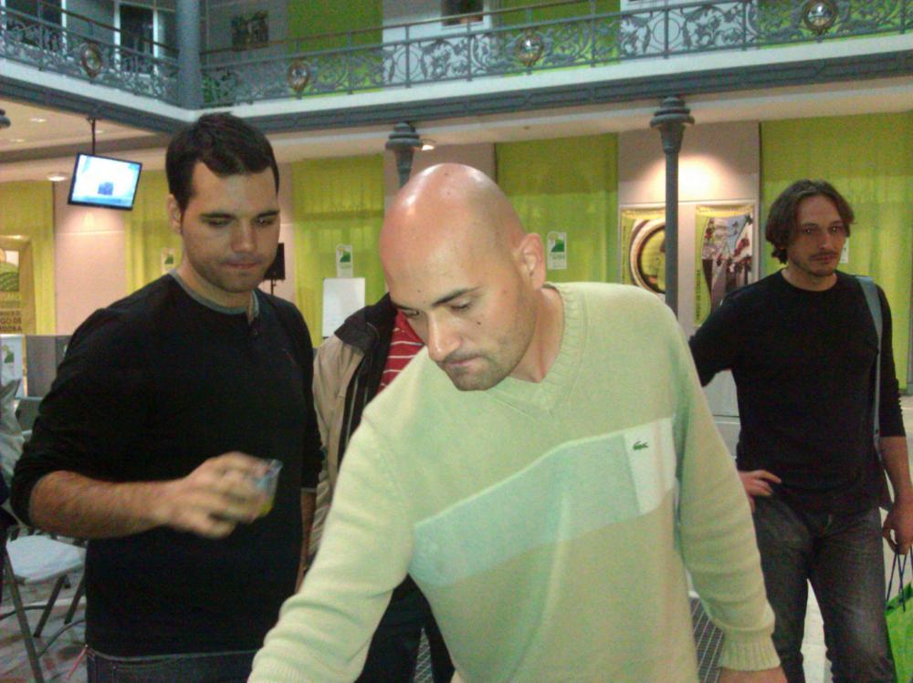 Raúl Resino y su compañero Juan Vicens Mora en cata de aceite