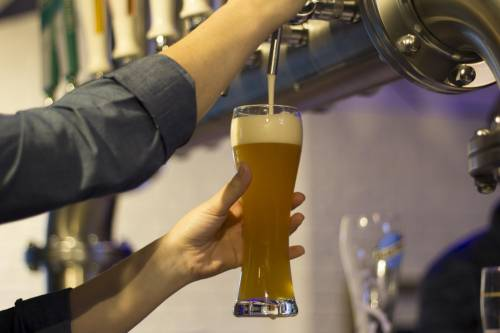 """Cinco claves para reconocer una cerveza """"bien tirada"""