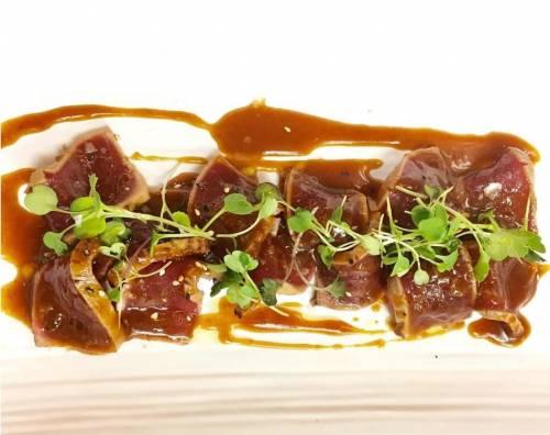 Tiradito de atún de almadraba con salsa de teriyaki y yuzu