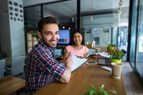 ¿Cómo prepararse para una entrevista de trabajo en el sector gastronómico?