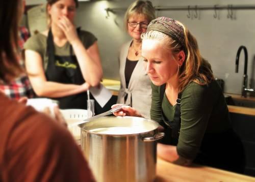 Diviértete, aprende y comparte en un curso de cocina