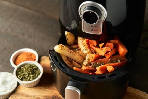 Chips de zanahorias en freidora de aire caliente