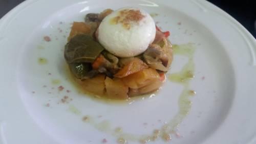 Marrania con huevo poche con aroma de azafrán