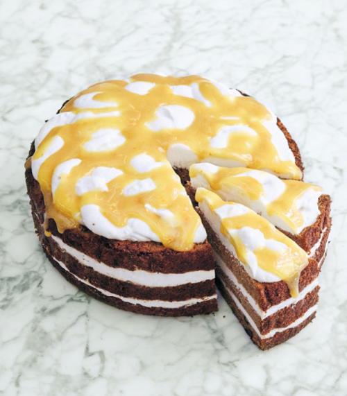 CARROT CAKE, CREMA DE COCO, SALSA DE NARANJAS
