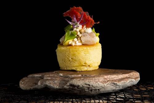 Fish-Kaia, bizcocho fluido y aireado de coliflor con txitxarro marinado