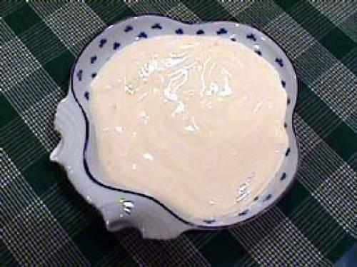 Salsa mayonesa o mahonesa sin huevo con leche de vaca o de soja