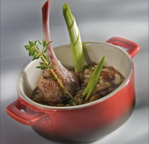 Arroz de setas y verduras con chuletitas de conejo