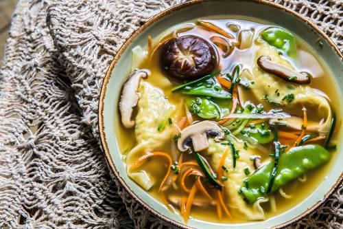 Sopa Asiática de Verduras y Raviolis de Pollo | Entrantes | Hortalizas | Pasta Fresca | Aves