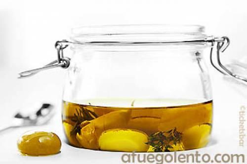 Las aceitunas verdial esferificadas y marinadas en aceite de oliva aromatizado