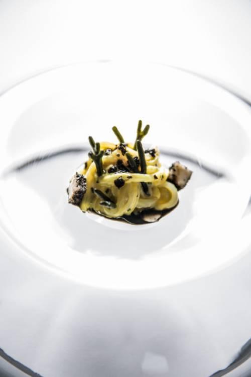 Calamar en salazón de anchoa con ensalada de codium