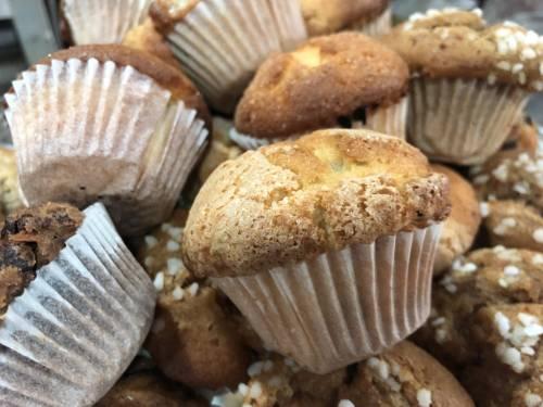 Magdalenas con trocitos de chocolate | Postres Pasteles, tartas, tartaletas y bizcochos dulces