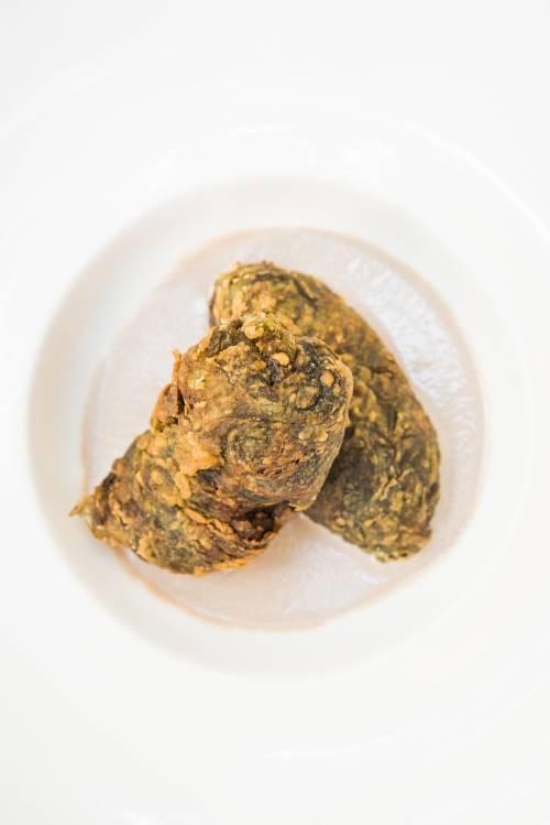 Delicias de acelga rellenas de pato y trufa negra de Soria