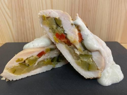 Pechuga de pollo rellena de pisto al Roquefort