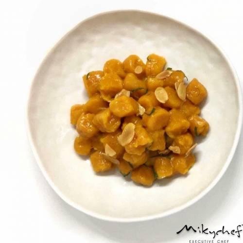 Gnocchi Di Zucca con Burro Salato Mandorie Tostate e Chiffonade di Salvia