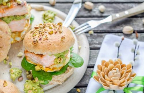 Hamburguesa de Salmón con Pistachos y Guacamole para Semana Santa | Pescado Azul | Frutos Secos | Frutas