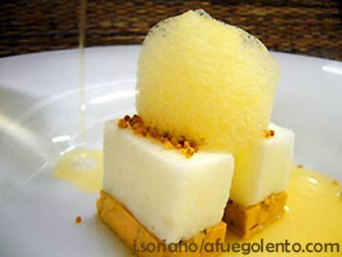 Terrina de foie-gras de pato en sopa de arroz y avena tostada, con esponja de maíz y panceta | Entrantes Terrinas y patés