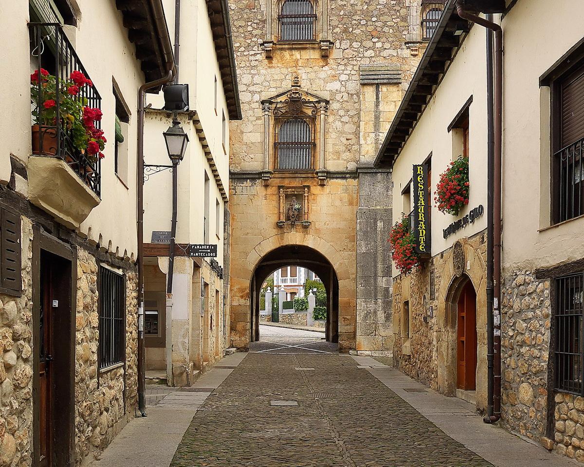 Histórica villa medieval de Covarrubias.