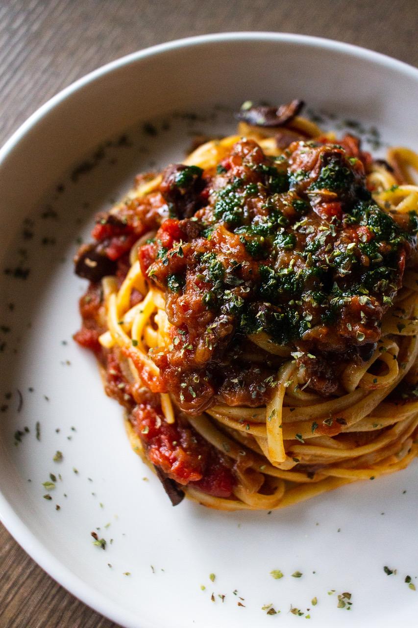 Receta Spaghetti Puttanesca Gonzo Bitter Bar Afuegolento