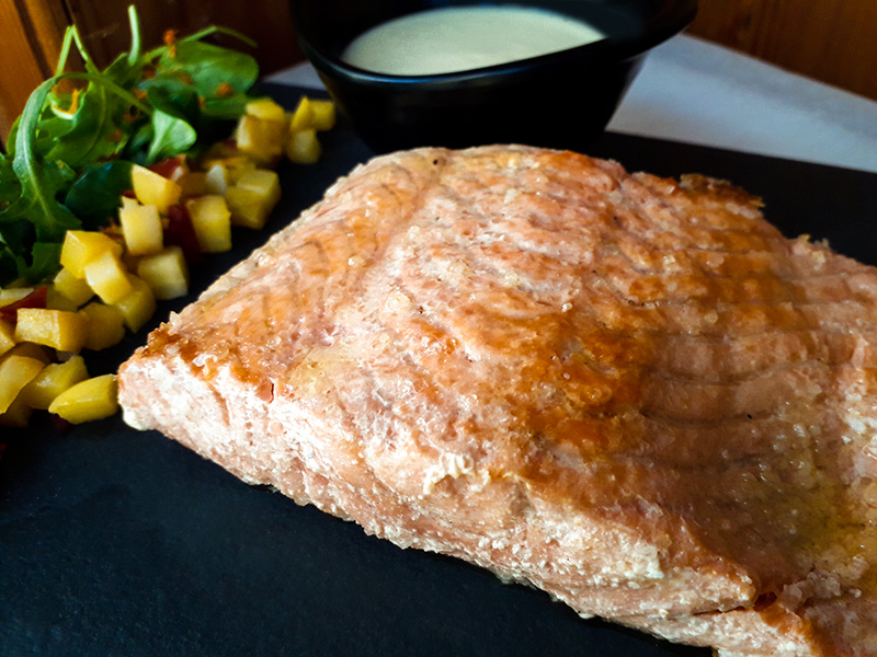 Receta Salmon Parrilla Sobre Lecho Sal Colinabo Chorizo Salsa Almendras Yogur Jengibre P 2