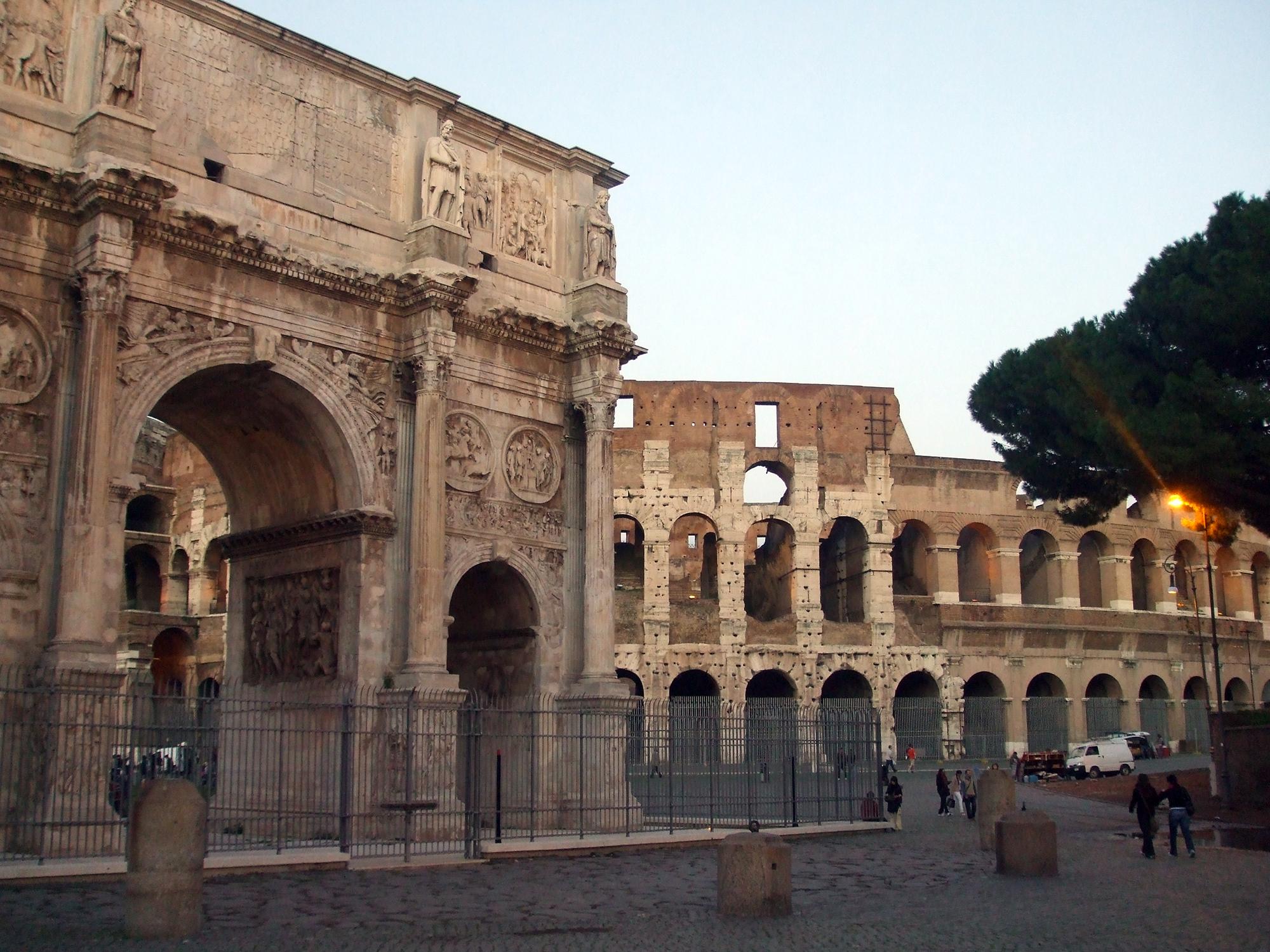 El Coliseo de Roma ENIT Turismo Italiano Afuegolento