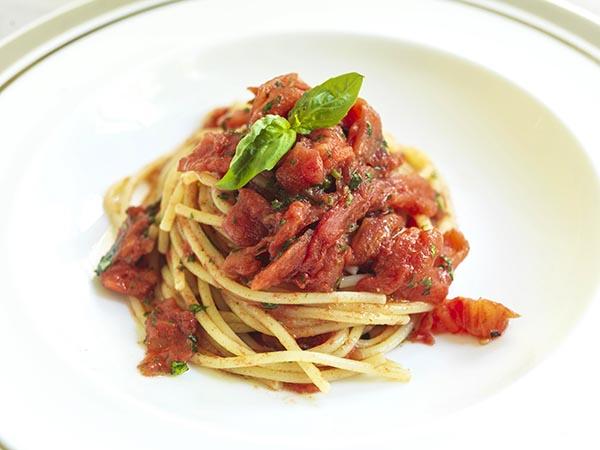 Receta Spaguetti al Pomodoro Rocco Hotels Afuegolento